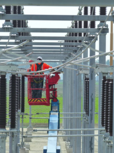 De kabel wordt bij het TenneT-schakelstation in Middelharnis aangesloten