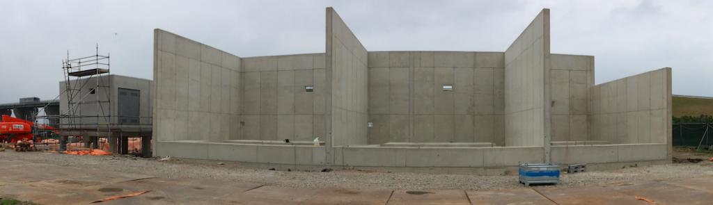 Aan de 'achterkant' van het transformatorstation worden de transformatoren geplaatst.